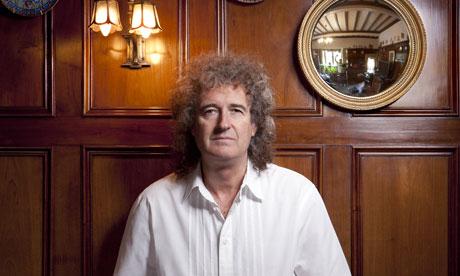 Brian w swoim domu w Surrey (fot. Jake Walters/The Observer)