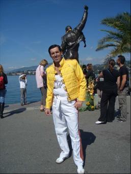 """""""Żółtek"""" pod pomnikiem"""