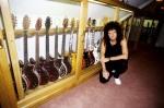Brian ze swoją kolekcją gitar