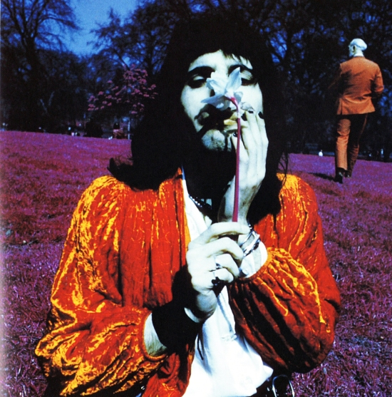 A Freddie solo photo session outside Buckingham Palace and in Regents Park in London in 1974. Photo by Joseph Stevens 002