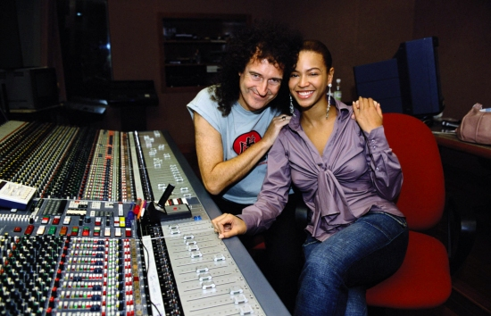Brian May and Beyonce Knowles in the sound studio during the making of the Pepsi music commercial 'Pepsi Gladiators' in Rome on September 22, 2003 in Italy.