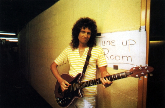 Brian May backstage