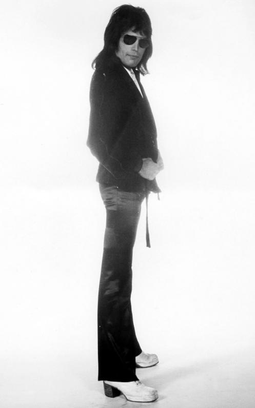 Freddie w 1974 r.; fot.: Mick Rock