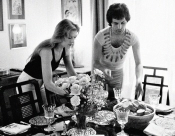 Freddie and his girlfriend at the time, Mary Austin, throwing a dinner party for friends at their London flat, 1977