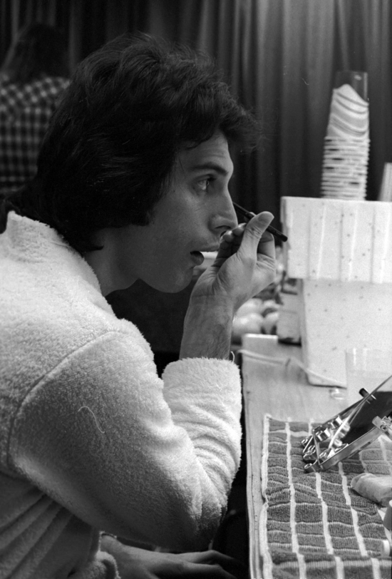 Freddie backstage at the Montreal Forum, 26th January 1977