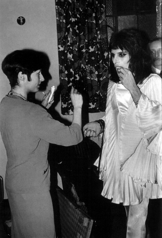 freddie-mercury-backstage-4