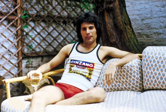 freddie-mercury-in-1977-photo-by-ian-dickson