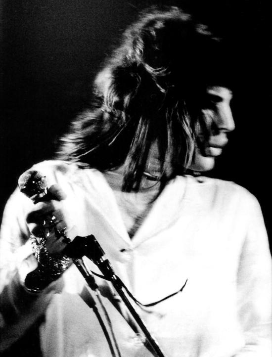 freddie-mercury-in-70s-088