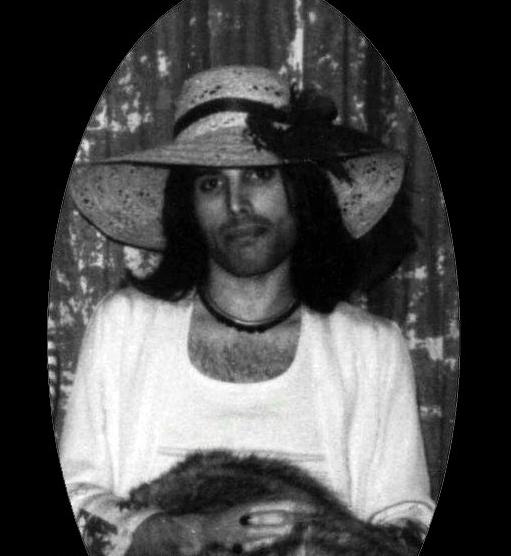 Freddie Mercury in 70's (2)