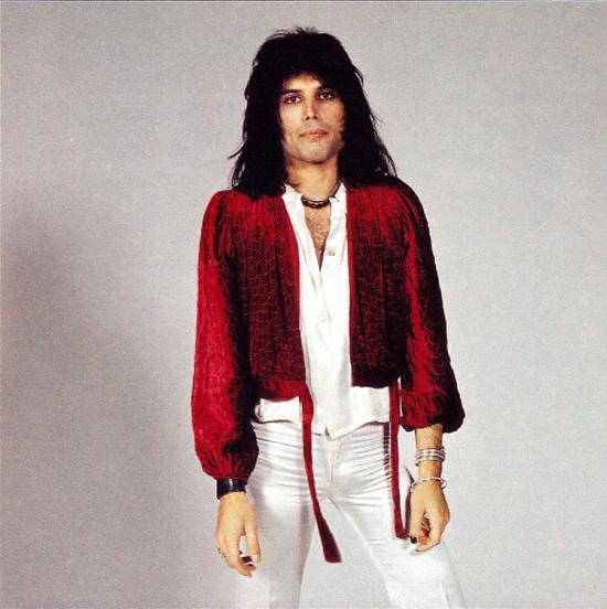 freddie-mercury-in-70s-photo-by-mick-rock