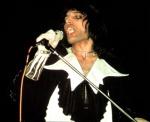 freddie-mercury-on-stage-in-1973