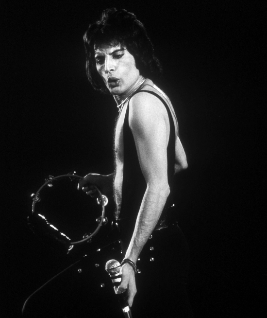 Freddie performing 'Keep Yourself Alive' on the U.S 'A Day At The Races' tour in Jan  Feb  Mar 1977. Photo by Michael Ochs