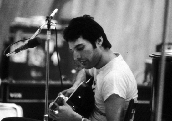 freddie-with-guitar-in-1979