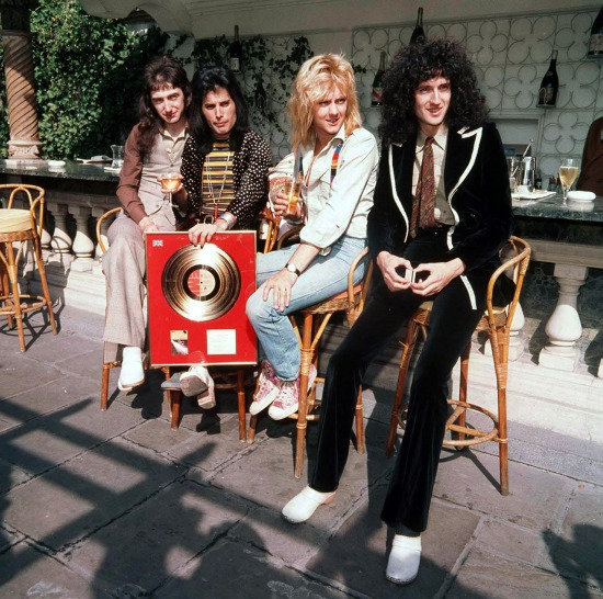 (L-r) John Deacon, Freddie Mercury, Roger Taylor und Brian May von der Band...