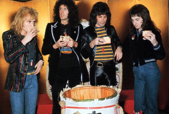 Queen in Japan in 1976 photographed by Koh Hasebe