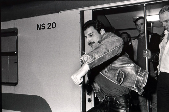 Freddie alighting from the train in Holland on 25 April 1982. Photo by Rob Verhorst.