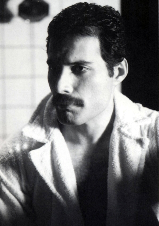 freddie-circa-hot-space