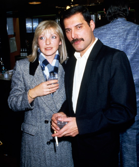 freddie-mercury-and-mary-austin-big-photo2