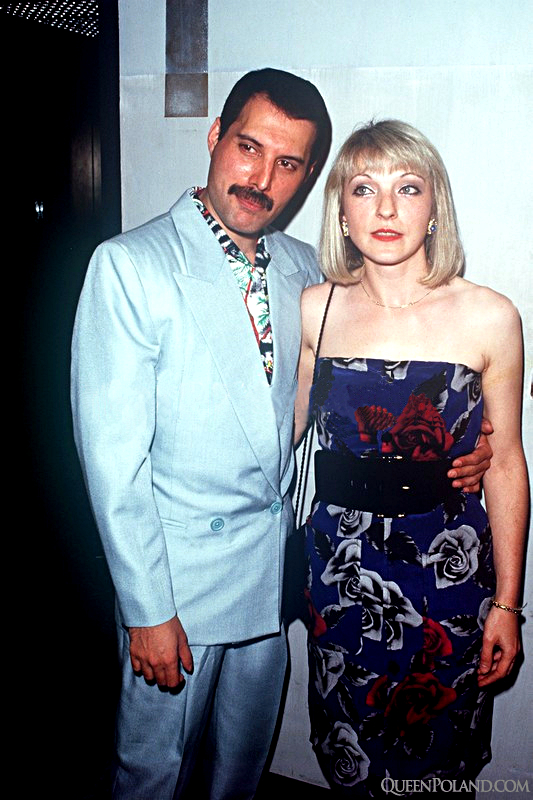 freddie-mercury-and-mary-austin-image-16