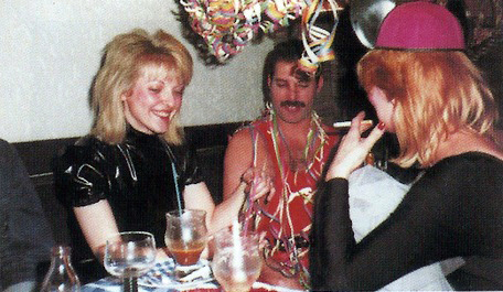 freddie-mercury-and-mary-austin5