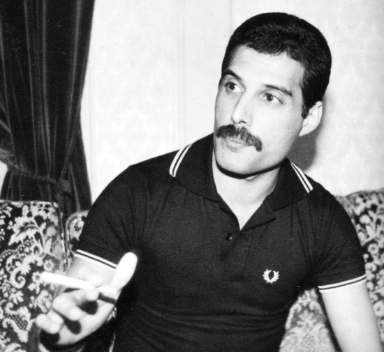 Freddie Mercury being interviewed in Japan in October 1982. Photo by Koh Hasebe.