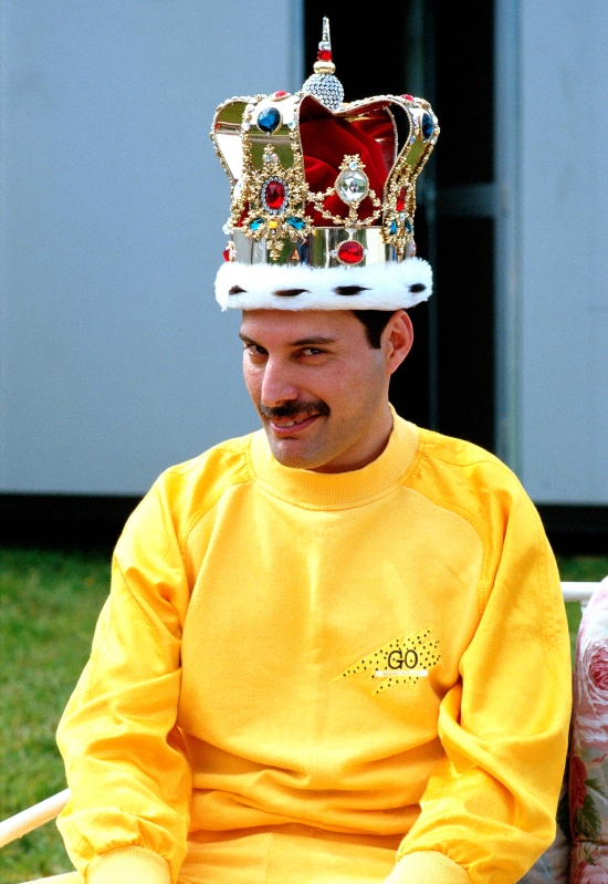 freddie-mercury-in-crown2