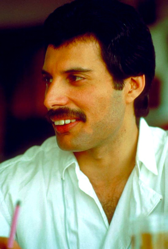 freddie-mercury-in-south-america