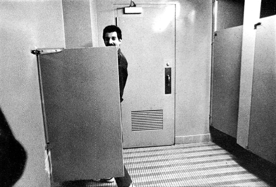 freddie-mercury-in-toilet