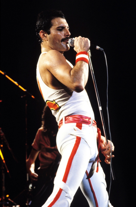 Freddie Mercury on stage 362