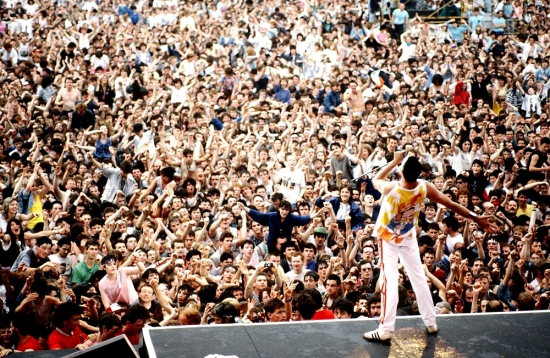freddie-mercury-on-wembley-1986