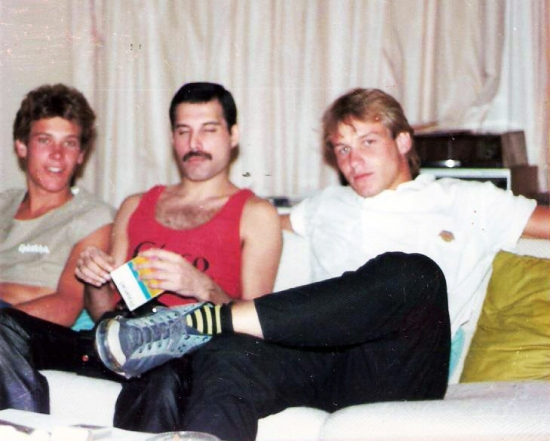 Freddie Mercury with fans, Sun City 1984