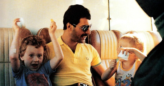 freddie-mercury-with-john-deacons-children