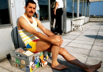 Freddie relaxing in Budapest during The Magic Tour, 1986