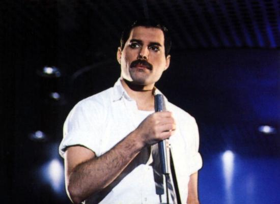 Podczas kręcenia teledysku do piosenki Time, które współautorem jest Dave Clark