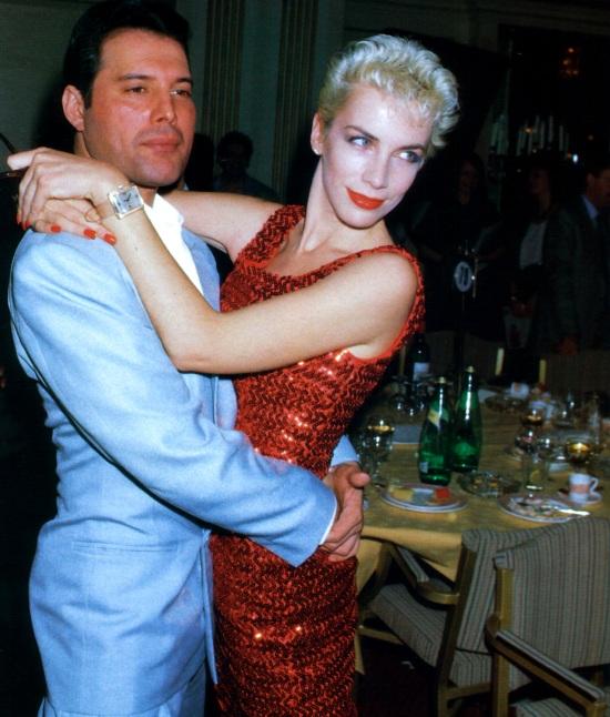 freddie-mercury-and-annie-lennox-in-1987