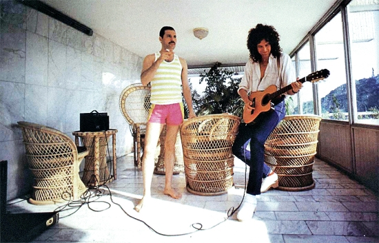 freddie-mercury-and-brian-may-in-budapest-1986