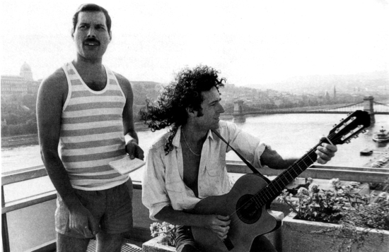 freddie-mercury-and-brian-may-in-budapest-86