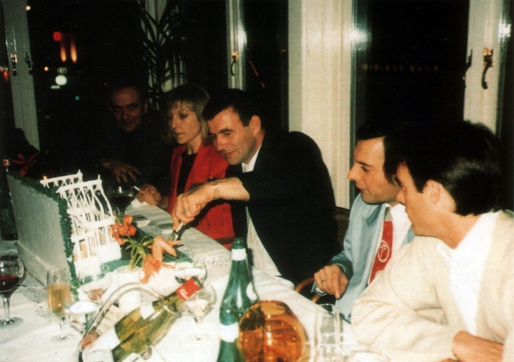 freddie-mercury-and-mary-austin-on-jim-hutton_s-birthday-party