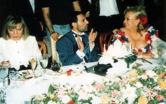 freddie-mercury-birthday-party-1990-with-mary-austin-and-barbara-valentin