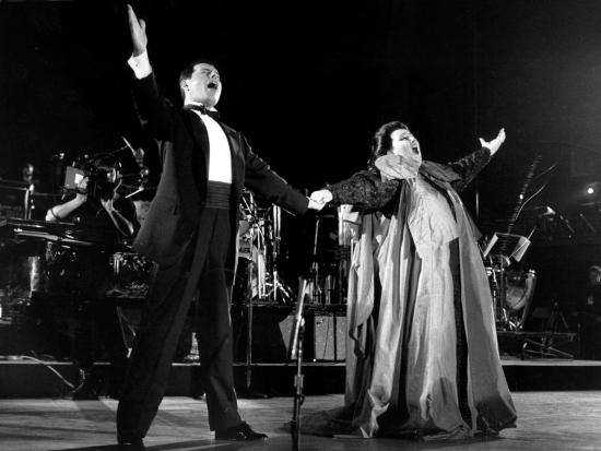 freddie-mercury-montserrat-caballc3a9-in-barcelona-9th-october-1988