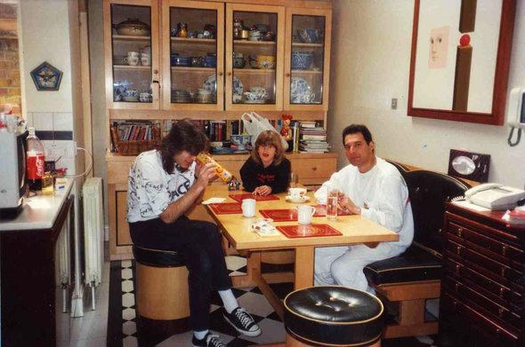 Reinhold Mack, jego syn Freddie, oraz Freddie Mercury