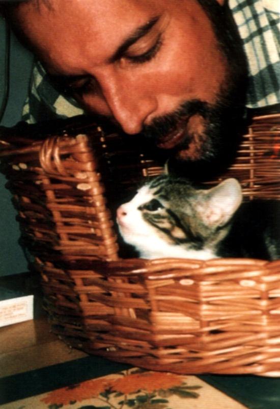 freddie-mercury-with-his-cat