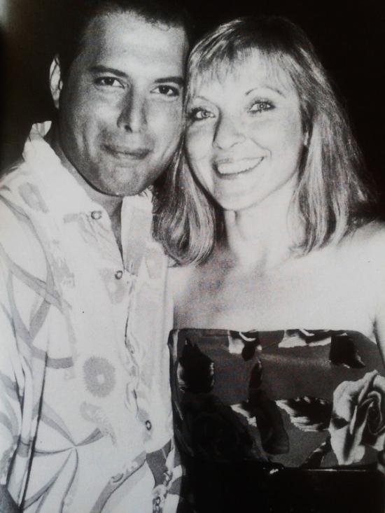 freddie-with-mary-austin-on-ibiza-1987