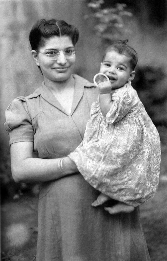 freddie-with-mom
