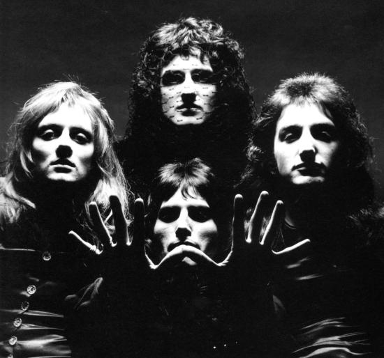 Jedno z wielu zdjęć, które wykonał Mick Rock z intencją wykorzystania do okładki Queen II