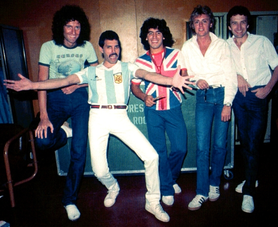 queen-and-diego-maradona-in-1981