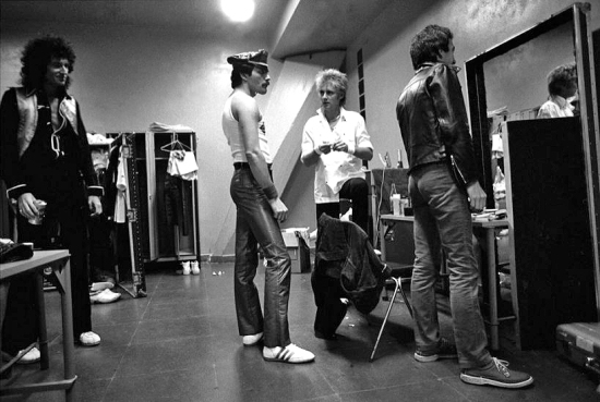 queen-backstage-in-1981