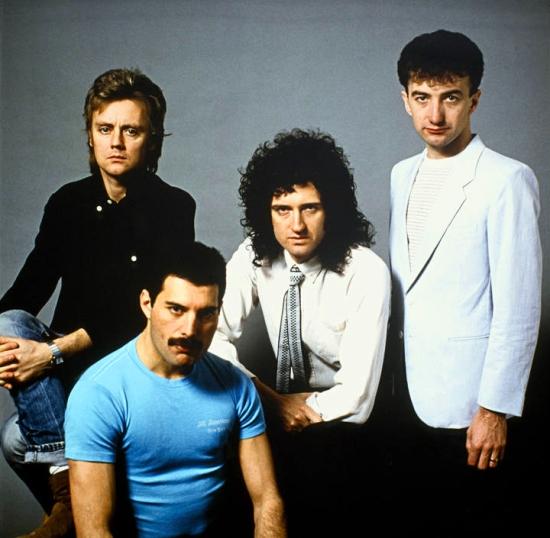 queen-in-80s-group-photo
