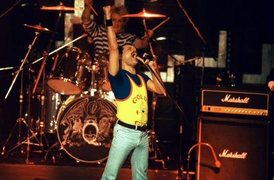 queen-in-montreux-19864