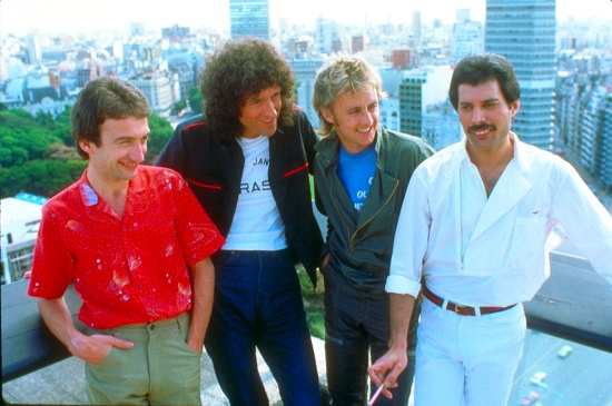 queen-in-south-america2